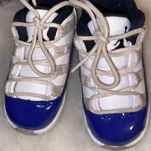 Nike air jordans 11 retro preowned need cleaning